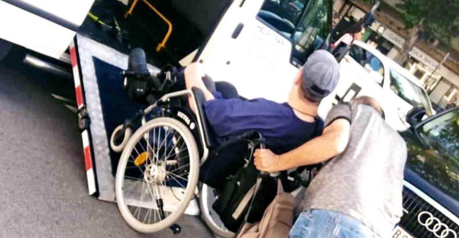 Prevoz invalida u invalidskim kolicima  - Help Trans Beograd